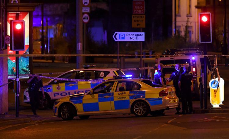 Número de vítimas não foi confirmado, mas testemunhas relatam forte explosão na arena em Manchester - Foto: Paul Ellis l AFP
