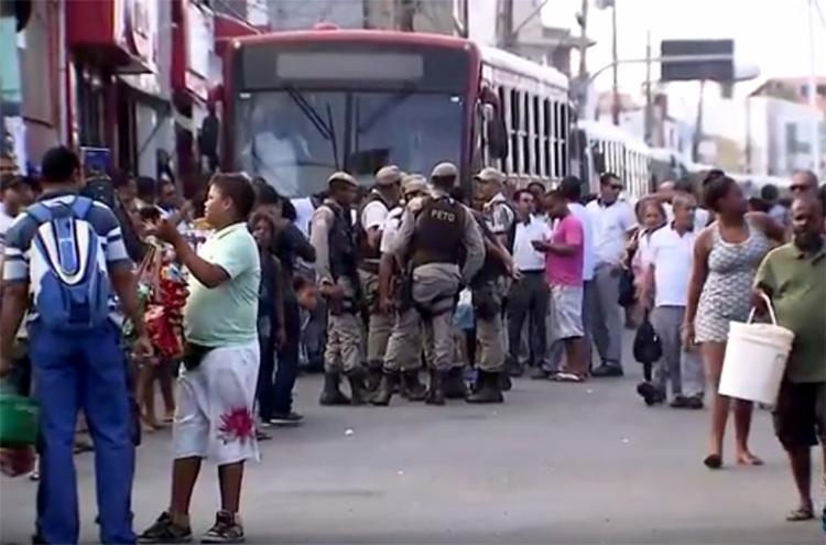 Rodoviários fizeram protesto em apoio ao colega - Foto: Reprodução l TV Bahia