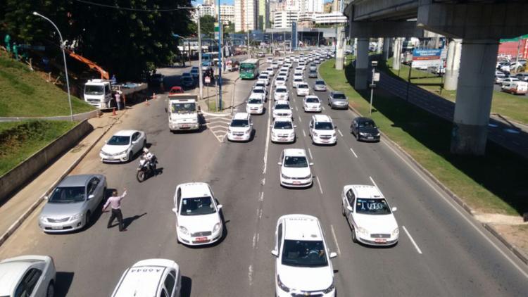 Ato deixa o trânsito lento na Bonocô e ACM - Foto: Luciano da Matta   Ag. A TARDE