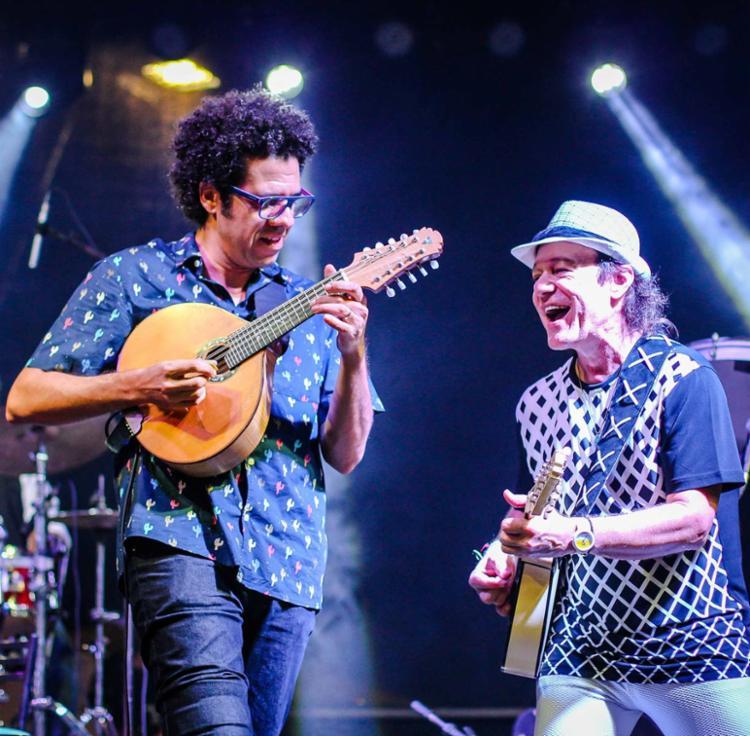 Hamilton de Holanda e Armandinho Macêdo dividem palco - Foto: Diogo Nunes | Divulgação