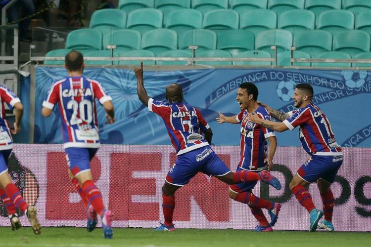 Jogadores comemoram gol de Edigar Junio, que garantiu o título tricolor - Foto: Raul Spinassé l Ag. A TARDE