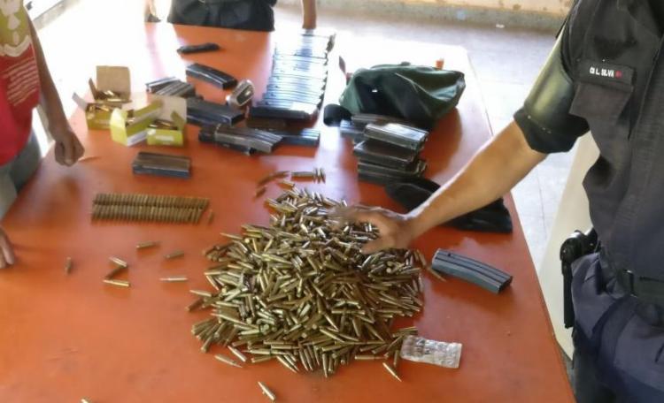 Com o trio, foi encontrado arma, dinheiro e muita munição - Foto: Divulgação | SSP-BA
