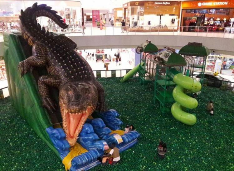 A atração conta com piscina de bolinhas e escorregador em forma de crocodilo - Foto: Divulgação