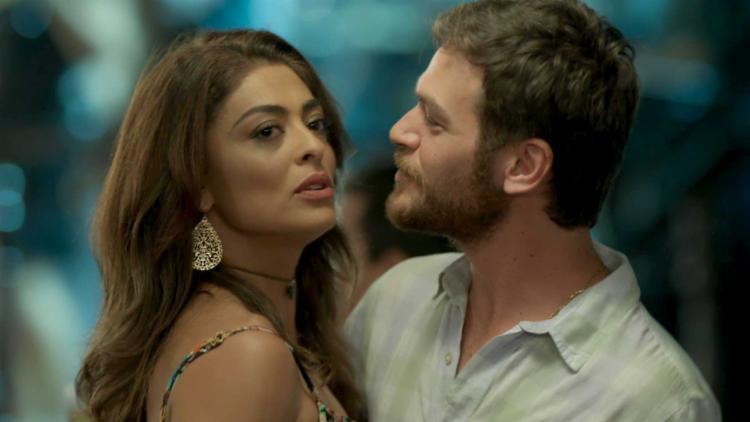 O ator carioca Emílio Dantas ao lado da atriz Juliana Paes em A Força do Querer - Foto: Divulgação