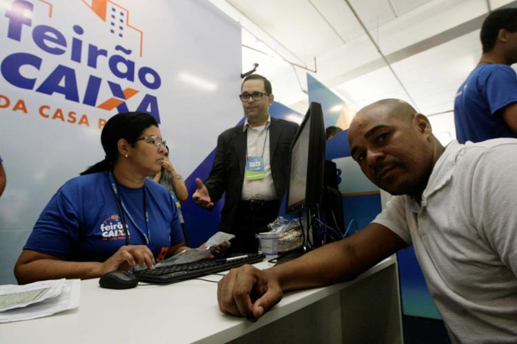 Em busca de um apartamento na faixa de R$ 100 mil, Santos planeja comprar o primeiro imóvel e deixar de pagar aluguel - Foto: Adilton Venegeroles | Ag. A TARDE