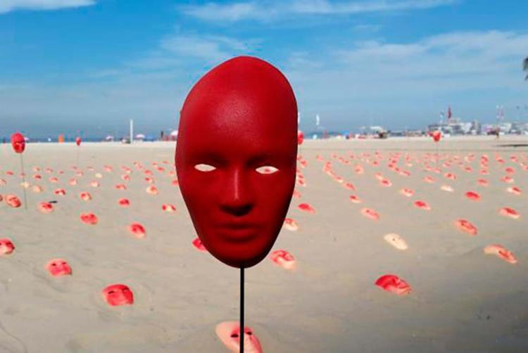 Máscaras vermelhas representam políticos corruptos - Foto: Akemi Nitahara   Agência Brasil