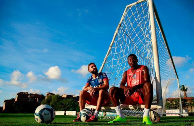 Allione e Feijão em momento de descanso no treino - Foto: Felipe Oliveira | EC Bahia | Divulgação