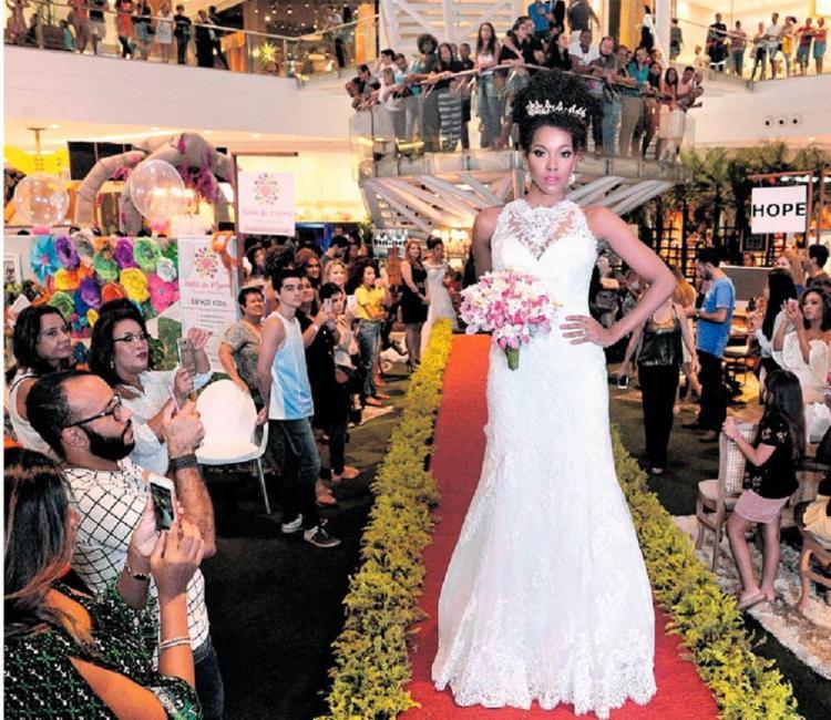 A feira Vitrine das Noivas já acontece há quatro anos em shoppings da cidade - Foto: Fotoinsena   Divulgação