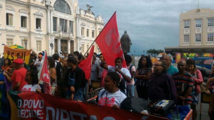 Manifestantes protestam contra o projeto