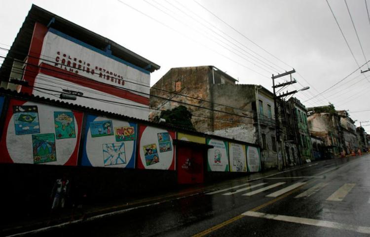 Colégio está interditado por conta de desabamento de casarão vizinho - Foto: Mila Cordeiro | Ag. A TARDE