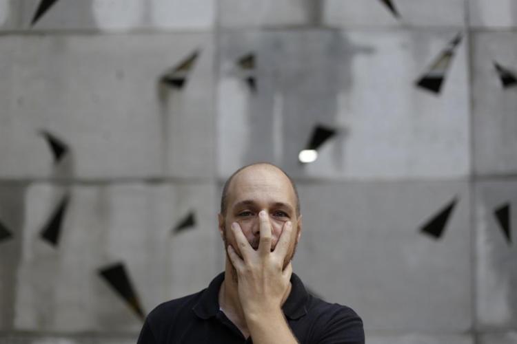 O ator Duda Woyda tem o sonho de trabalhar na Conhca - Foto: Raul Spinassé / Ag. A Tarde