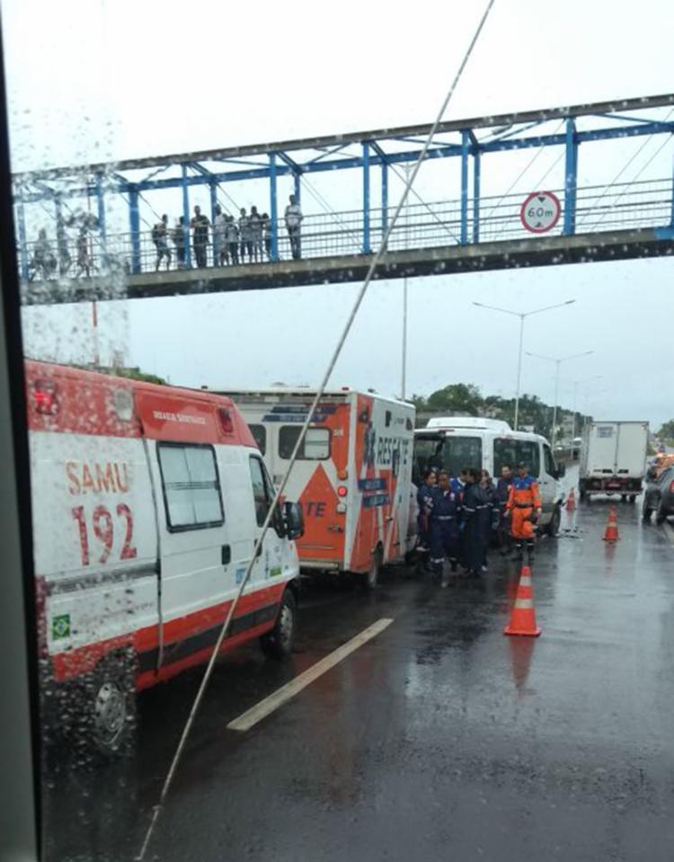 Devido ao acidente, trânsito na BR-324 ficou congestionado - Foto: Arquivo Pessoal