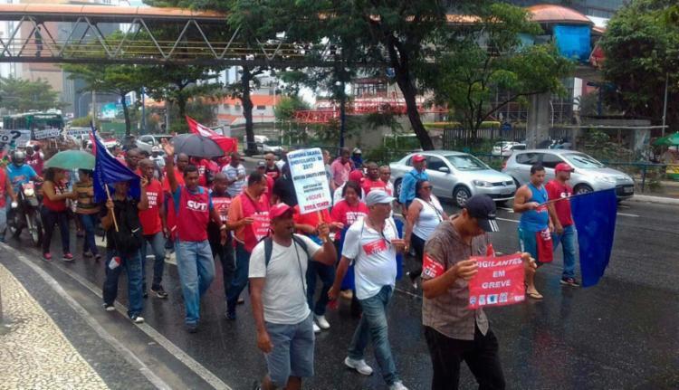 Vigilantes seguem para mesa de negociação - Foto: Joá Souza | Ag. A TARDE