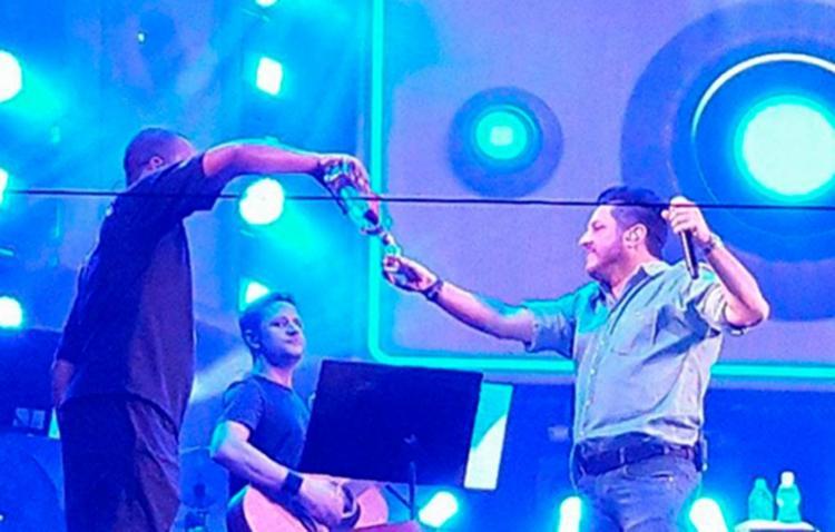 Fãs e organizadores dizem que sertanejo Bruno apresentou show bêbado