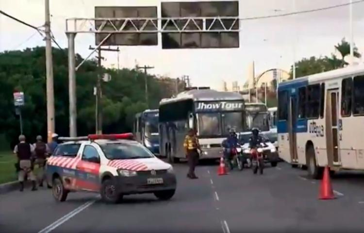 Acidente ocorreu na avenida Paralela, sentido Aeroporto - Foto: Reprodução | TV Globo