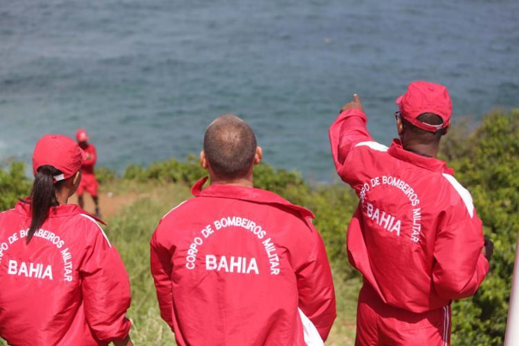 Equipes do Gmar atuam nas buscas de adolescente que sumiu na praia da Barra no final de semana passado - Foto: Joá Souza | Ag. A TARDE