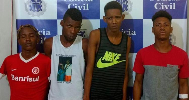 Junto com os homens foram apreendidos um revólver e drogas - Foto: Divulgação | Polícia Civil