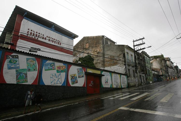 Escola Estadual Carneiro Ribeiro Filho foi interditada após desabamento de casarão na Lapinha - Foto: Mila Cordeiro l Ag. A TARDE