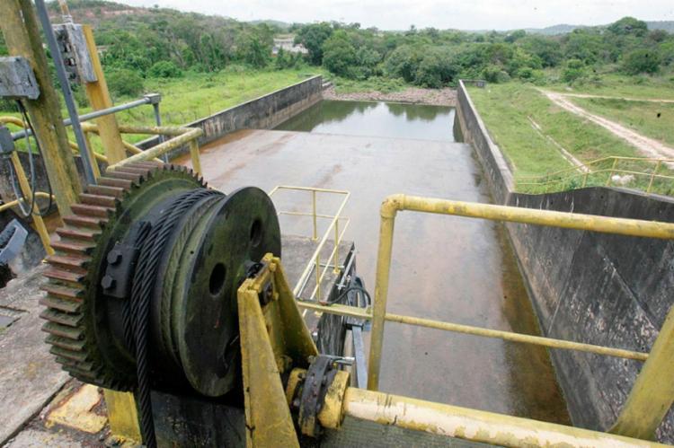 Situação é preocupante nas barragens de Joanes - Foto: Luciano da Matta | 05/10/2016 | Ag. A Tarde