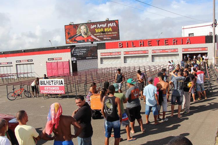 Torcida do Rubro-Negro vai ao Barradão para comprar ingressos - Foto: Moysés Suzart l EC Vitória