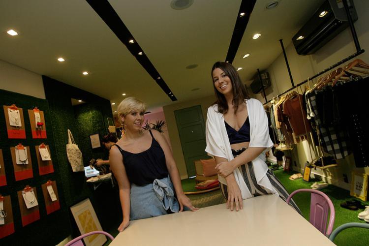 Lys Imbassaí e Carolina Castro, da The Finds, apostaram na ideia de acolher os clientes - Foto: Mila Cordeiro l Ag. A TARDE