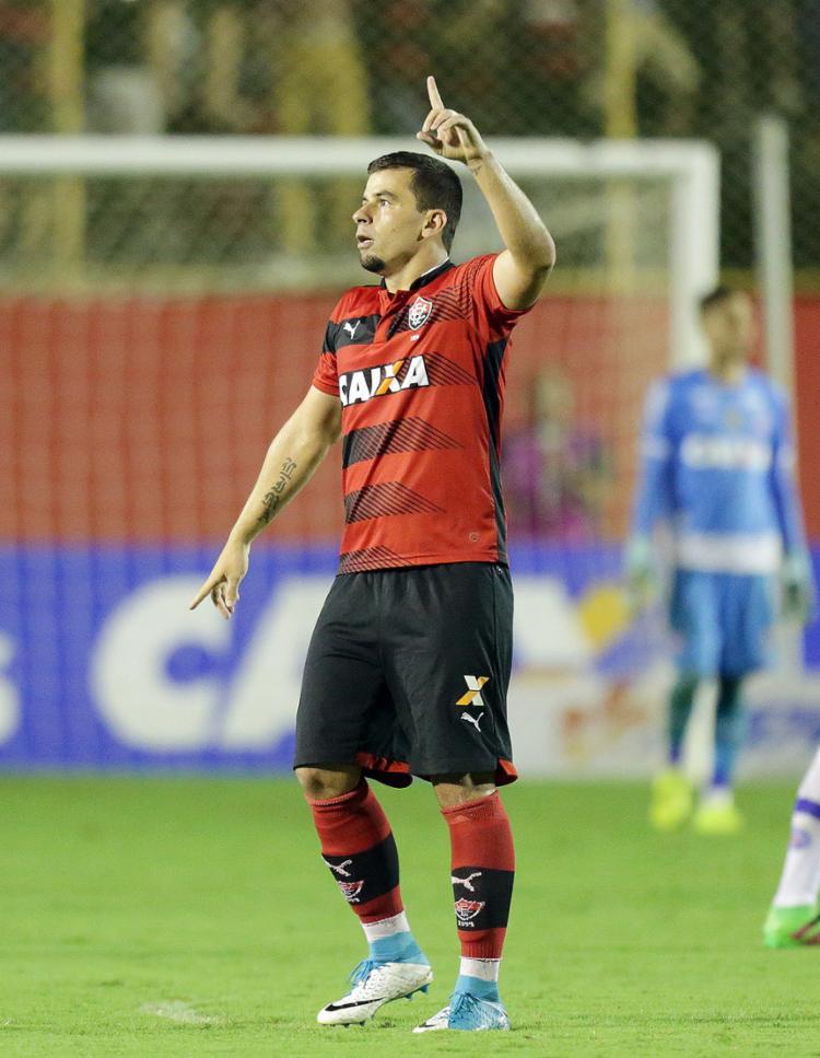André Lima marcou o gol da vitória no único Ba-Vi do ano no Barradão - Foto: Raul Spinassé l Ag. A TARDE