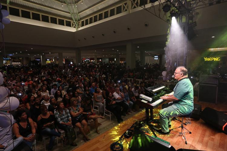 Cantor lembrou sucessos dos 40 anos de carreira - Foto: Roberto Abreu l Divulgação