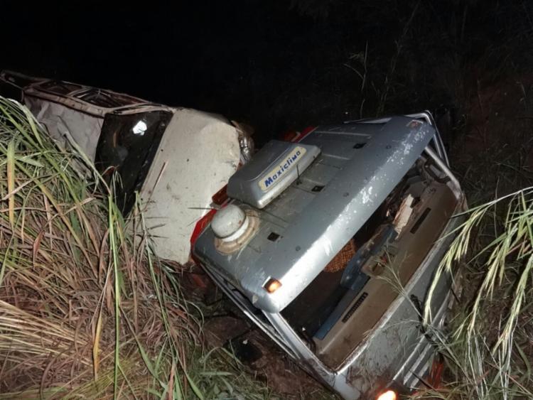 Motorista ficou preso nas ferragens - Foto: Weslei Santos| Reprodução | Blog do Sigi Vilares