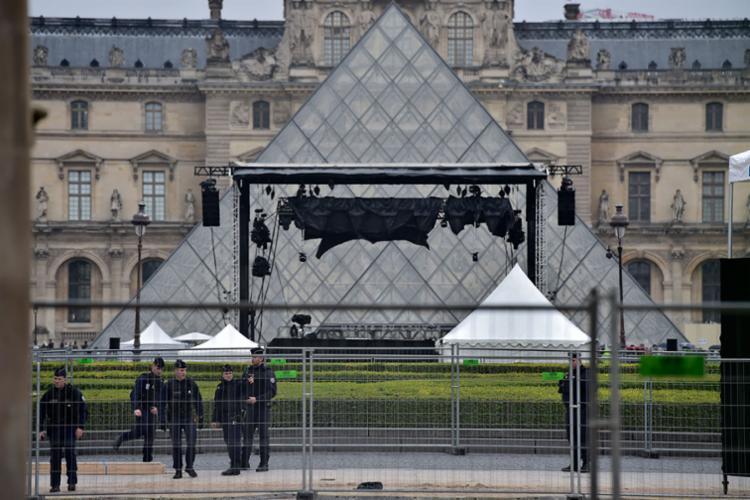 A segurança foi reforçada no entorno do museu - Foto: Christophe Archambault | AFP