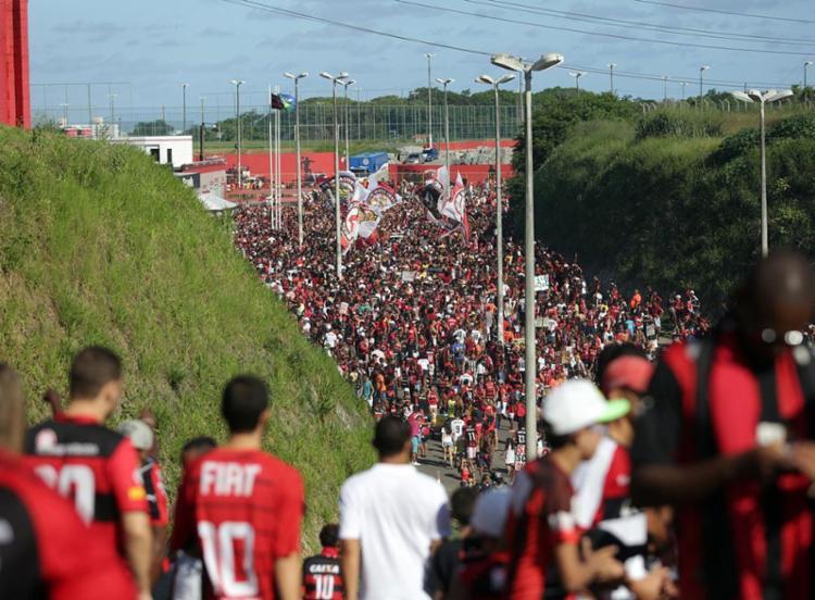 Torcedores foram atingidos quando estavam indo assistir final do Baianão no Barradão - Foto: Raul Spinassé   Ag. A TARDE   07.05.2017