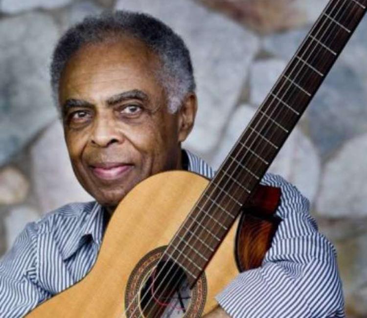 O cantor Gilberto Gil divide o palco com outros artistas - Foto: Divulgação | Terra