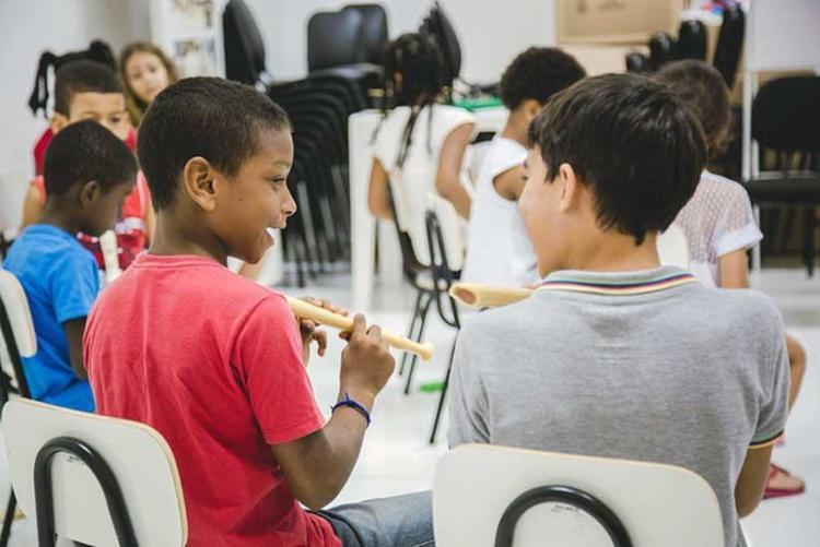 Aulas de flauta-doce, elementos percussivos e canto coral serão oferecidos pelo Neojiba - Foto: Divulgação