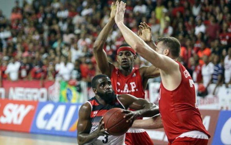 Mesmo o apoio da torcida, o Leão não conseguiu superar a defesa da equipe paulista - Foto: Raul Spinassé l LNB