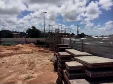 Proprietários alegam que construção invade terreno particular - Foto: Reprodução l TV Bahia