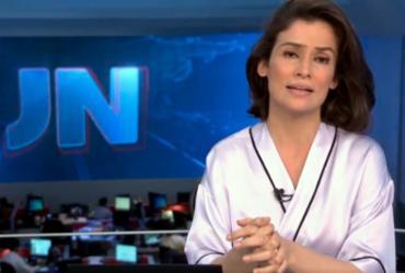 Roupa de Renata Vasconcellos em chamada no JN vira piada nas redes sociais