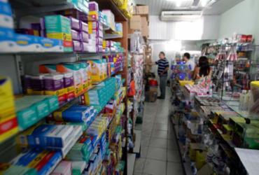 Rede de farmácias é condenada por limitar acesso de funcionários