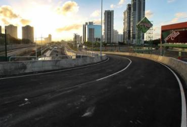 Viaduto na Paralela passa por vistoria para entrega nesta terça