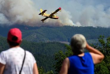 Avião que combatia incêndios em Portugal cai no centro do país