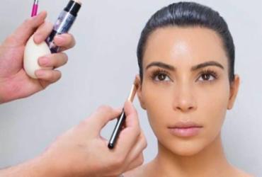Kim Kardashian vendeu R$ 48 mi em maquiagem em menos de 3 horas