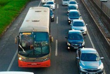 Retorno do feriado de São João tem fluxo intenso na BR-324 e na rodoviária