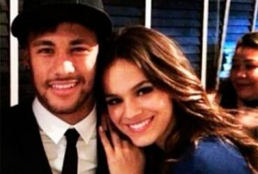 Bruna e Neymar são comparados ao casal Beckham por jornal britânico