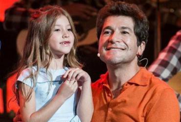 Filha de Daniel canta música de Adele e encanta plateia