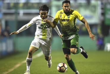 Chapecoense perde nos acréscimos; Corinthians empata no fim