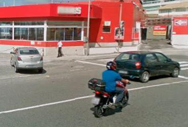 Colisão entre carro e moto deixa um ferido na Pituba