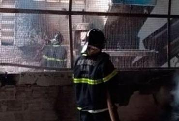 Incêndio atinge fábrica em Simões Filho