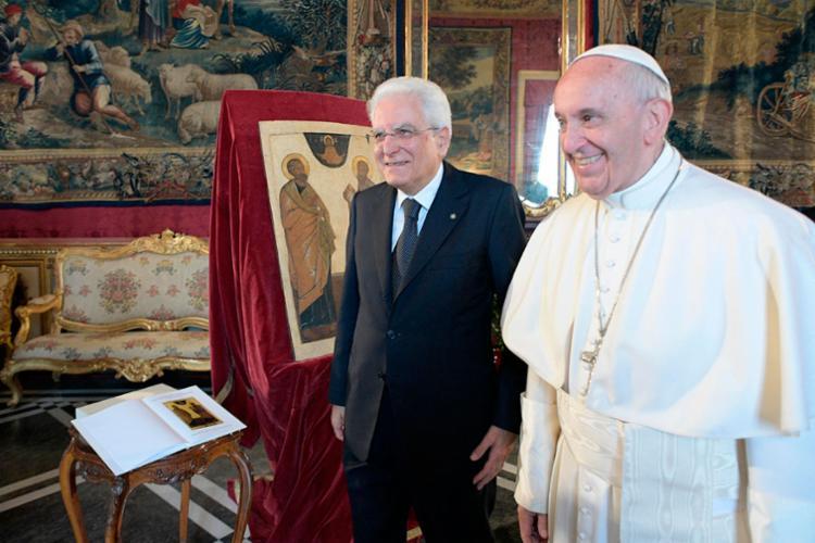 Papa ao lado do presidente Mattarella - Foto: Osservatore Romano | AFP