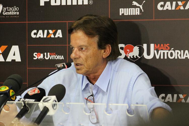Sinval Vieira contratou 18 jogadores e dois técnicos em sua gestão de cinco meses - Foto: Maurícia da Matta l EC Vitória