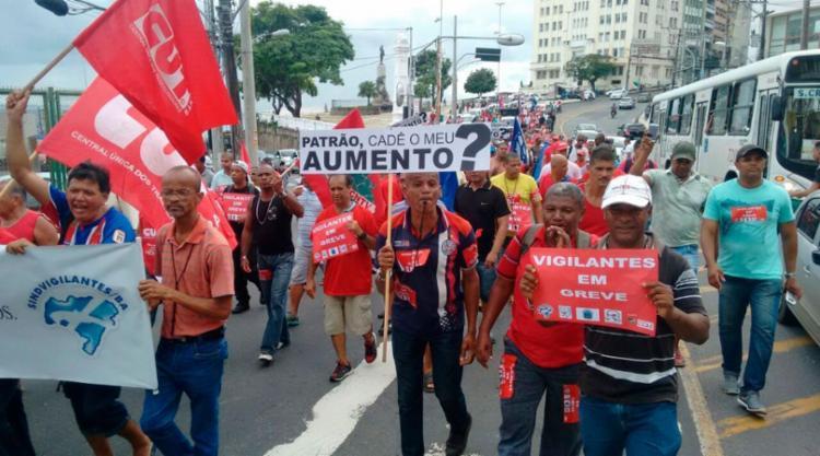 Passeata afetou trânsito no Centro de Salvador - Foto: Xando Pereira   Ag. A TARDE