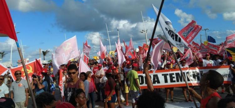 Os manifestantes ficaram em frente ao Farol da Barra - Foto: Yuri Silva | Ag. A TARDE