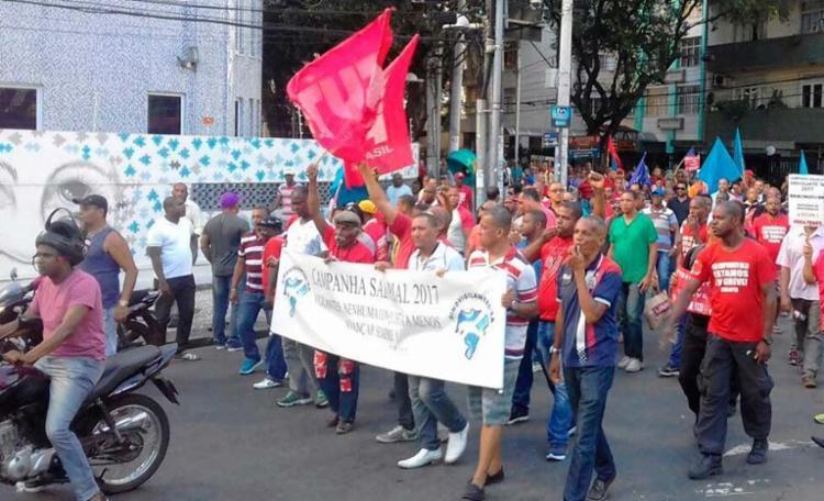 Categoria protestou na avenida Sete de Setembro contra proposta de 1% de reajuste - Foto: Joá Souza | Ag. A TARDE